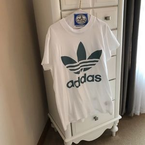 Oversized white adidas shirt w/ green trefoil leaf
